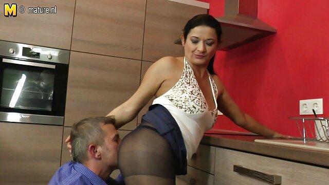 Jolene geht auf porno reife frauen kostenlos einen steifen Schwanz
