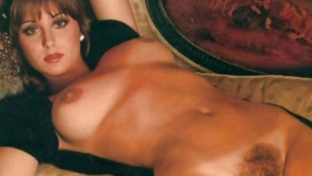 Geile redhead masturbiert reife frau porn auf der couch